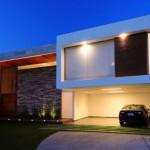 Rumah Minimalis Modern Dengan Kombinasi Batu Alam Dan Kayu