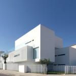 Desain Rumah Minimalis Modern by Jorge Mealha Arquitecto