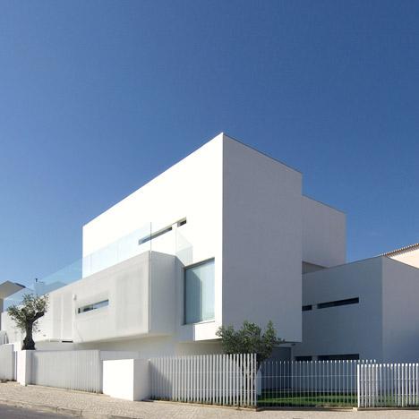 Desain Rumh on Desain Rumah Minimalis Modern By Jorge Mealha Arquitecto   Kontraktor