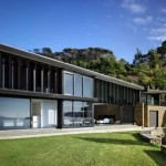 Desain Rumah Minimalis Natural Waikopua House New Zealand