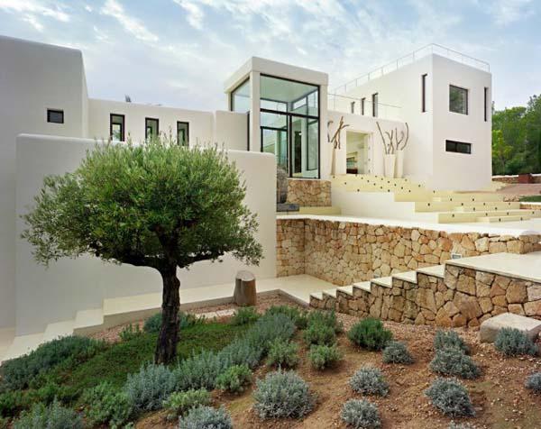 desain rumah minimalis gaya spanyol by catalan architect