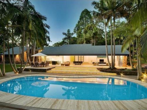 Rumah Minimalis Dengan Kolam Renang yang Indah